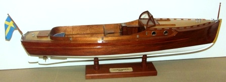 Mid 20th century built mahogany model depicting a 1924 C.G. Pettersson motorboat.