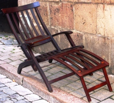 Original folding deck chair from the SAL (Svenska Amerika Linjen). Made in mahogany stained red beech. Adjustable in five different positions. Including detachable tray and folding foot support. Original cushions are also available.