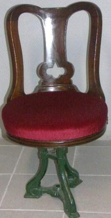 Swivel-chair in mahogany with cast-metal base. Late 19th century.