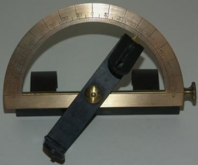 Early 20th century mountable 180 degree goniometer in brass. Complete with adjustable sight vane. Made by G.W. Lyth, Stockholm.